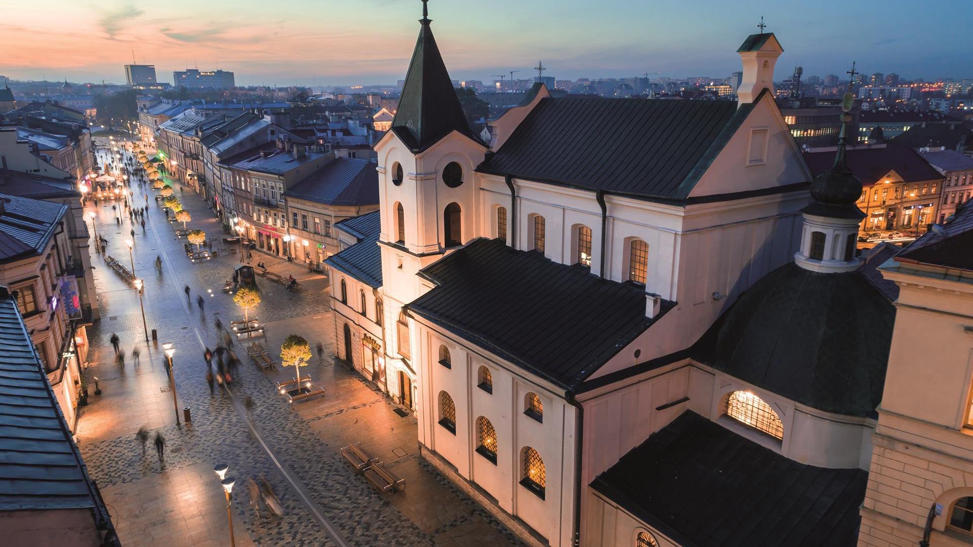 Kościół pw. Świętego Ducha i widok na Krakowskie Przedmieście, z góry