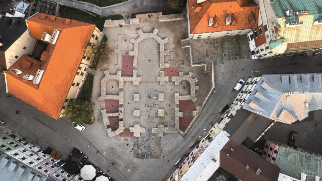 Widok z góry na Plac po Farze