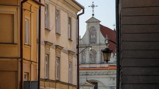 Widok na kościół klasztoru sióstr karmelitek bosych