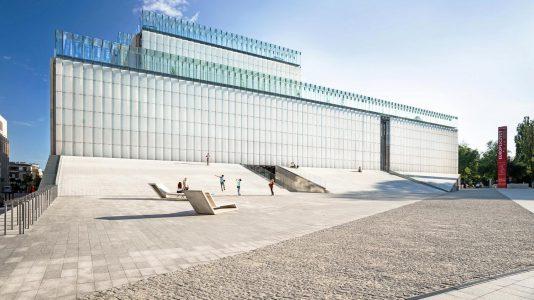 Frontowa fasada Centrum Spotkania Kultur